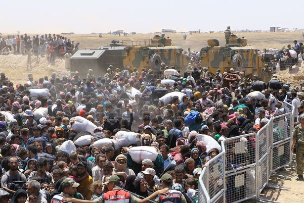 Syrians-wait-at-the-Syrian-side-of-the-Turkish-Syrian-borderline